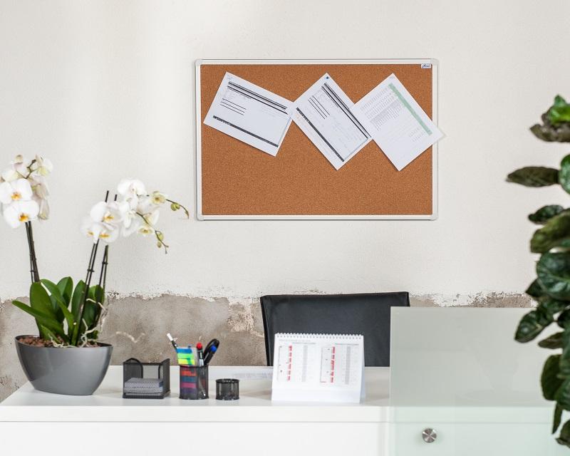 Korková nástěnka AVELI 120x90 cm, hliníkový rám